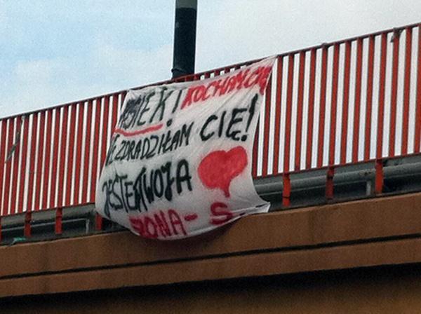 Kolejne miłosne wyznanie pojawiło się na wiadukcie nad ul. Rokicińską.