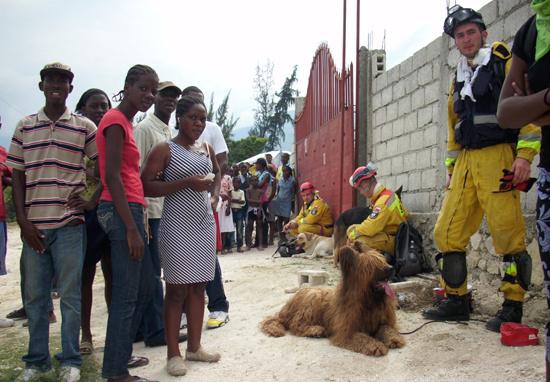 Macho brał udział w wielu akcjach ratowniczych, m.in. po trzęsieniu ziemi na Haiti w 2010 r.