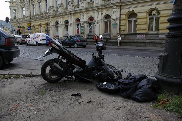 Na ul. Zielonej samochód zderzył się z motocyklem.