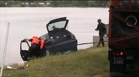 Pożyczonym autem wjechał do zalewu