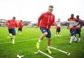 25. Calum Chambers (Arsenal, Anglia, obrońca, 19 lat) – Rzadko grywał w Southampton w poprzednim sezonie. W Arsenalu, o dziwo, otrzymał więcej szans i sprawdził się. Pomógł Arsene'owi Wengerowi rozwiązać problemy kadrowe w defensywie. Świetnie czuje się z piłką przy nodze, zdecydowany w odbiorze, może biegać od linii do linii przez cały mecz.