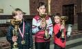 Kapitanowie najlepszych ekip w poszczególnych kategoriach wiekowych, od lewej: Salos Toruń, SPTS Salezjanie, Młoda Polonia