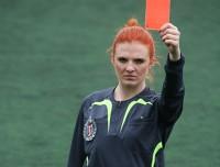 Za co sędziowie pokazują piłkarzom czerwone kartki?